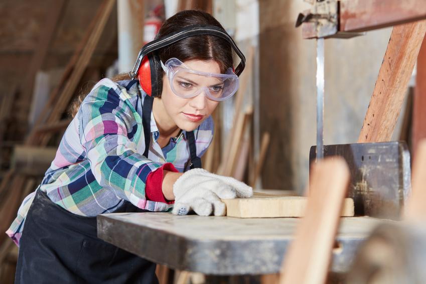 Arbeitsschutzmaßnahmen während der Arbeit zum Sicht- und Hörschutz